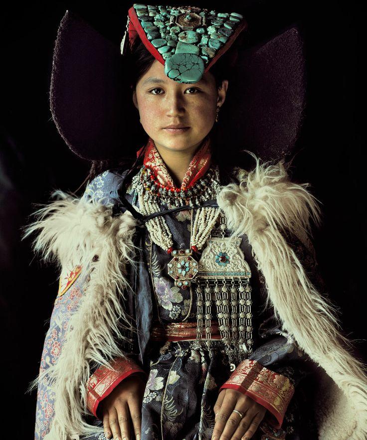 тибетская девушка вамулетах