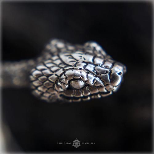 Браслет в виде змеи серебряный