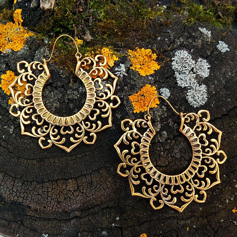 https://nepal-art.ru/shop/bijouterie_earrings/indiyskie-latunnie-sergi-vdohnoveniye/