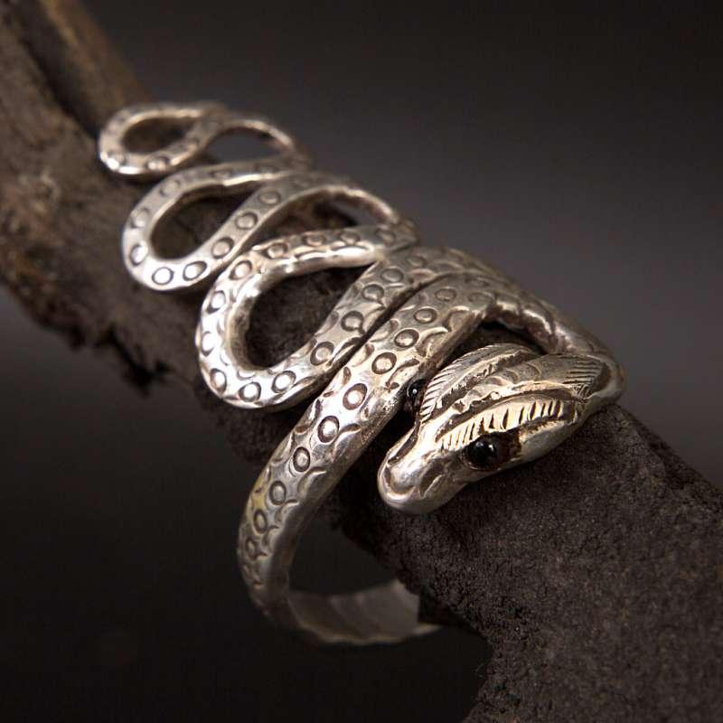 Амулет змея кольцо сорт амулет клубника