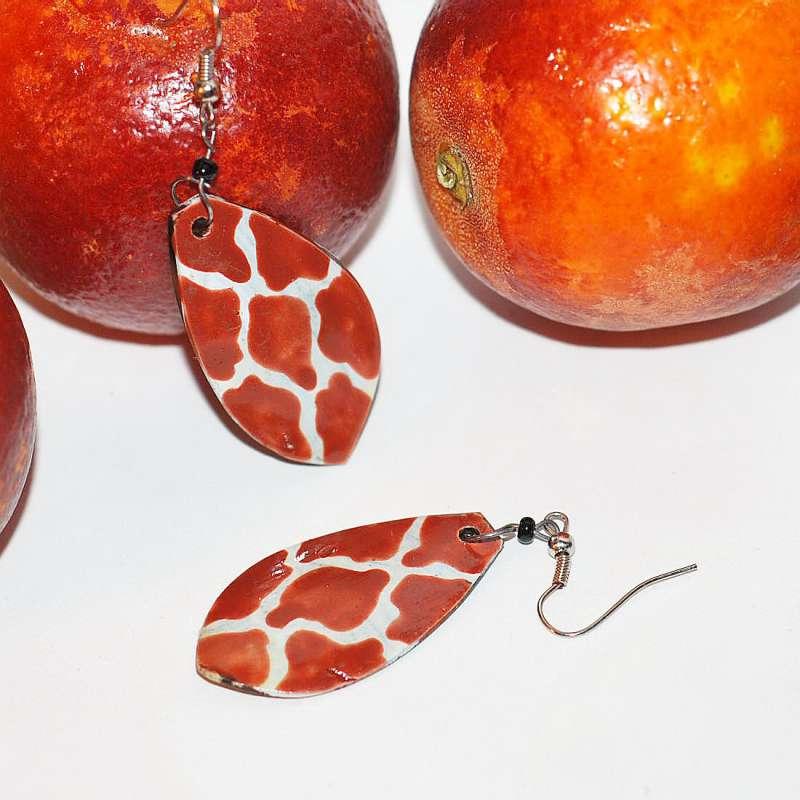"""Коллекция  """"красный апесльин из Африки """".  Размер 4 см, кость, окрашивание, бисер.  Кения, Африка."""